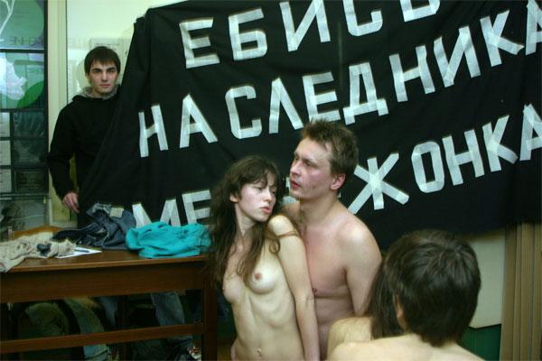 Видео порно группа война в музее на тимирязева